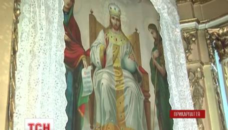 У сільському храмі на Тернопільщині замироточили чотири ікони