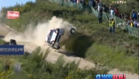 В Португалии на одном из этапов ралли класса WRC2 гонщик разбил авто