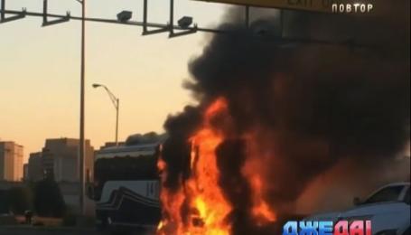 В США вспыхнул рейсовый автобус