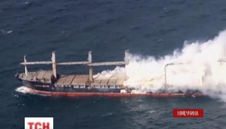 Поблизу берегів Німеччини палає вантажний корабель, що перевозив добриво