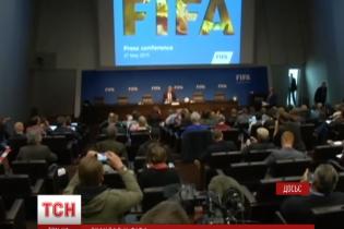 Коррупционный скандал в ФИФА: в Британии требуют отставки Блаттера, а Visa заявила об отказе от спонсорства