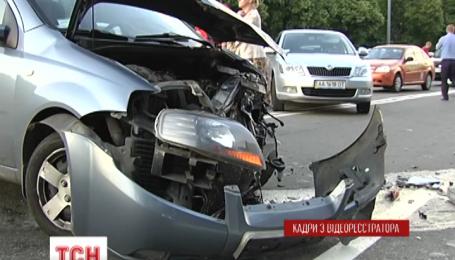У Києві розбилося вісім машин, три людини постраждали