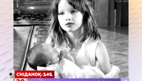 Милла Йовович окрестила двухмесячную дочь Дарью