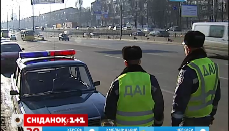 Працівникам ДАІ заборонили штрафувати водіїв прямо на дорозі