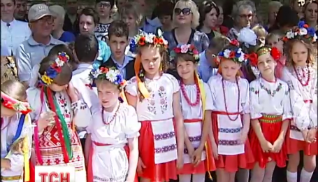 В Донецкой области прозвенел последний звонок в школах