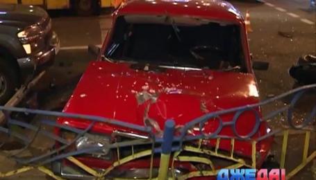 В Киеве ВАЗ протаранил двух мотоциклистов