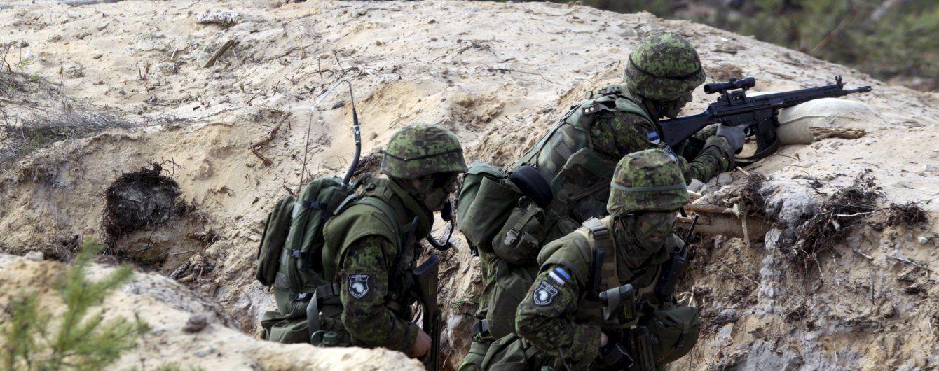 Військові на базах НАТО в Прибалтиці та Польщі скаржаться на злам смартфонів: підозрюють Росію