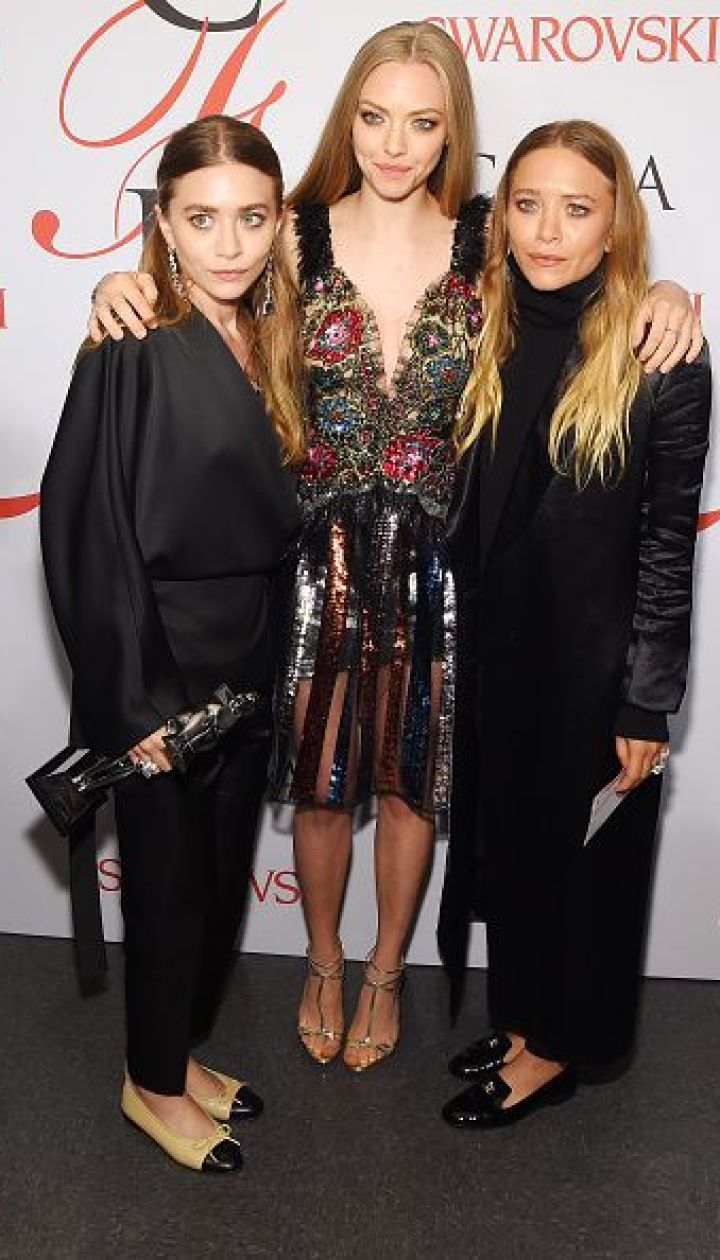 Эшли и Мэри-Кейт Олсен вместе с Амандой Сейфрид @ Getty Images