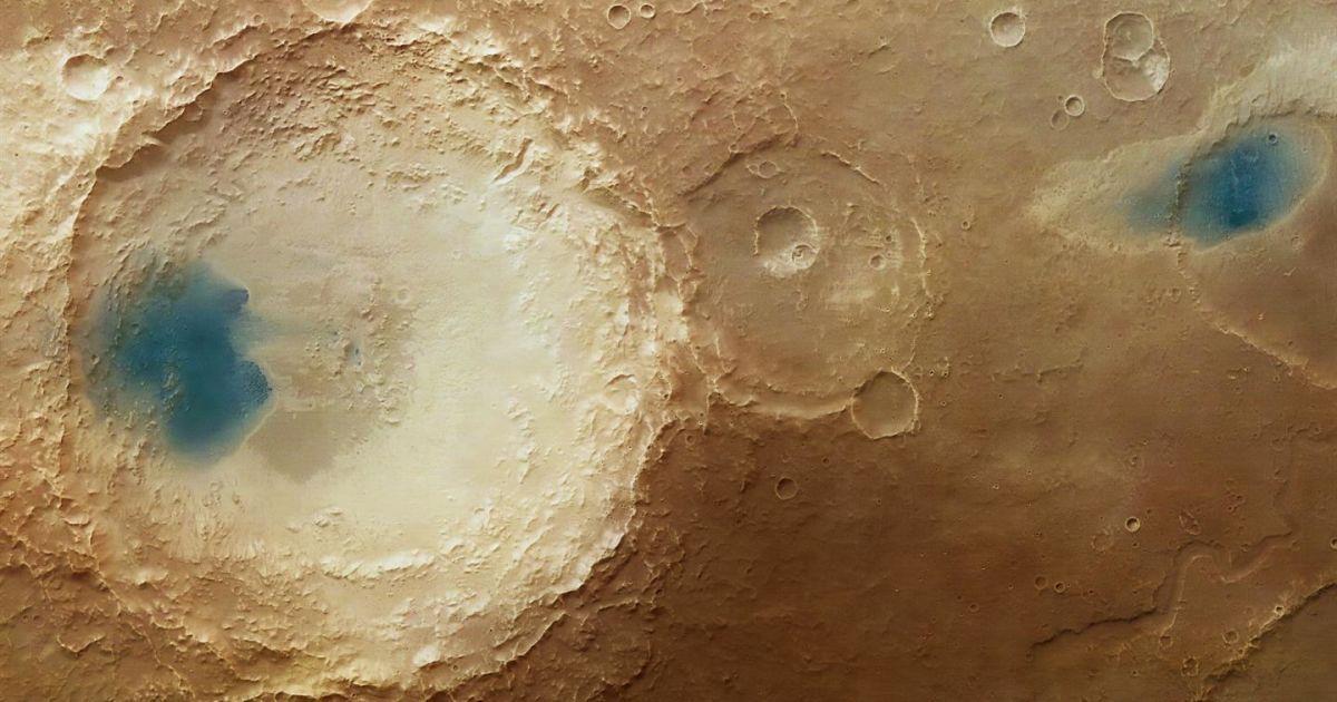 """На Марсі науковці виявили величезні блакитні """"басейни"""""""