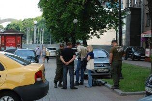 Активисты схватили российских журналистов-пропагандистов в центре Киева
