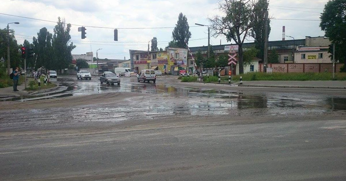Горячей водой залило дорогу @ Фото Ивана Воробьева/ТСН