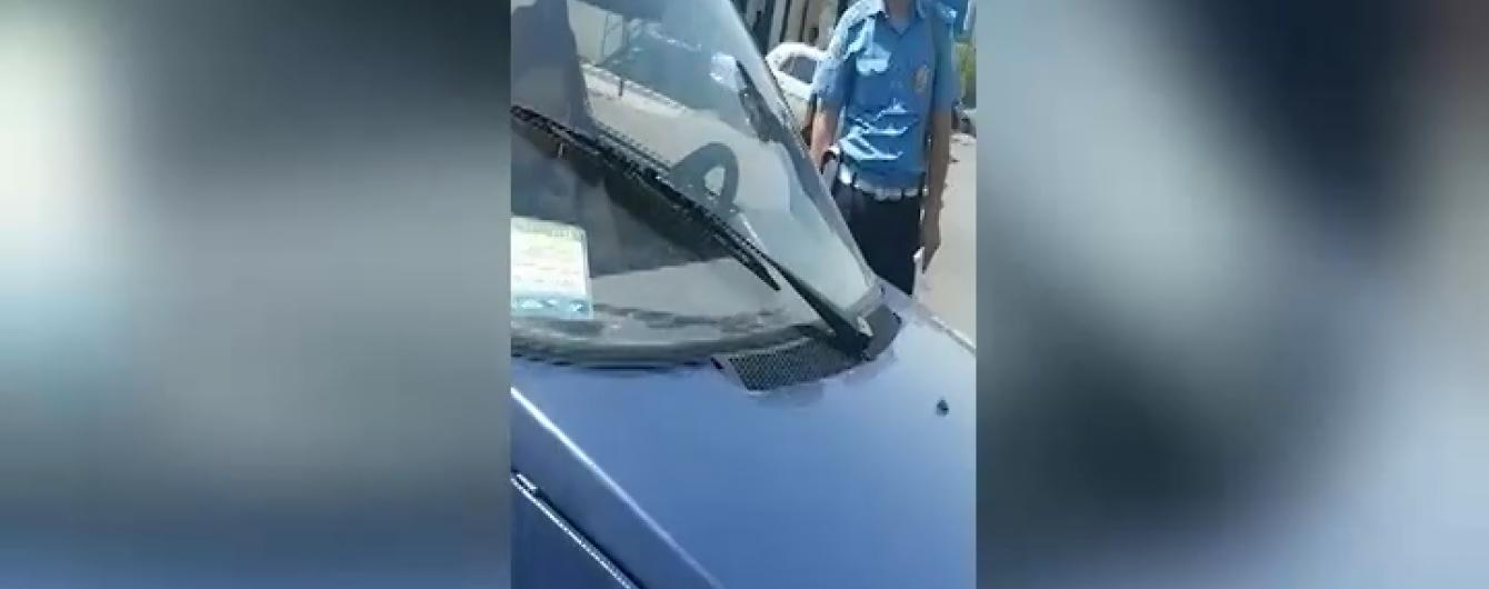 Артемовского гаишника отстранили от работы после скандального видео