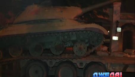 По улицам ночного Киева проехался танк Сталина