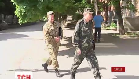В Харкові військкомат почав вручати повістки просто на вулицях