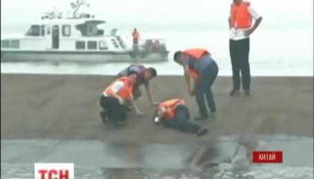 В Китае затонуло судно с сотнями туристов на борту