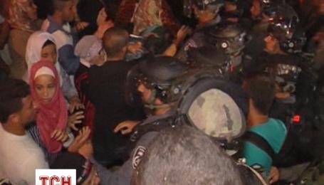 Палестинцы подрались с полицией из-за фестиваля света