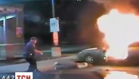 Автомобиль взорвалась на глазах у полицейских