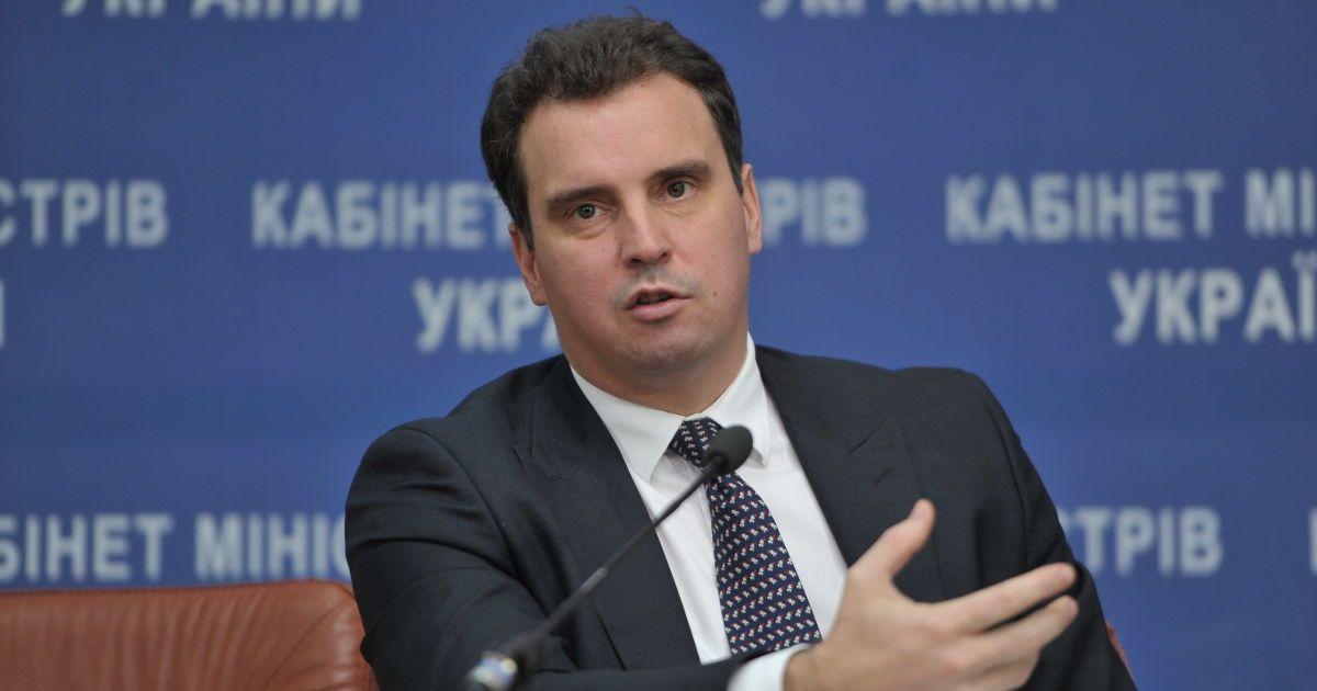 """Абромавичус прогнозирует """"преждевременный"""" рост экономики уже в этом году"""