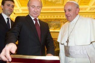 Путін на годину спізнився на зустріч до Папи Римського