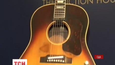 Любимая гитара Джона Леннона может стать самой дорогой в мире