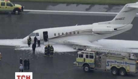 Небольшой самолет был вынужден совершить аварийную посадку в США