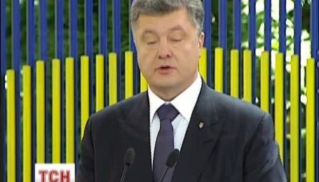 Порошенко заявил, что не будет давать указание закрыть каналы и газеты