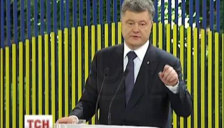 Порошенко пообещал построить мемориал воинам АТО
