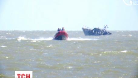 У Маріуполі на очах відпочивальників вибухнув катер берегової охорони