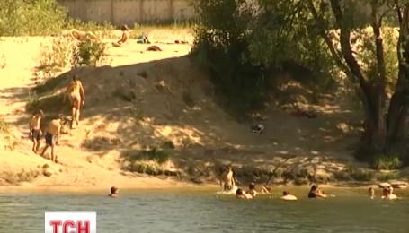 Врачи в жару советуют купаться только в водоемах в официально открытых местах