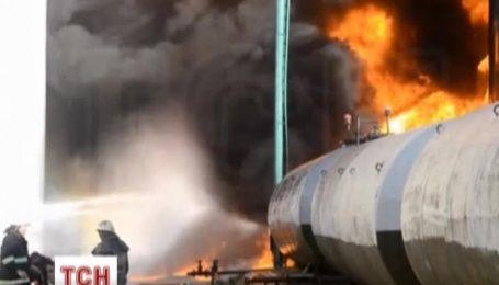 На момент вибуху на нафтобазі перебувало до 180 рятувальників – джерело