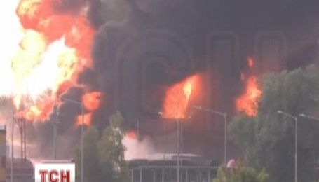 Пожежа на нафтобазі може тривати ще добу