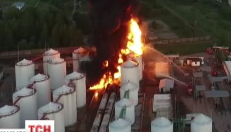 В Василькове уже почти сутки пылает нефтебаза