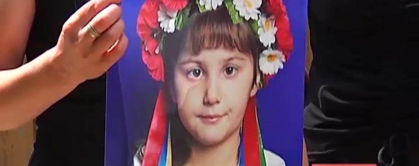 Моторошне вбивство на Прикарпатті: понівечене тіло 9-річної дівчинки знайшли біля її дому