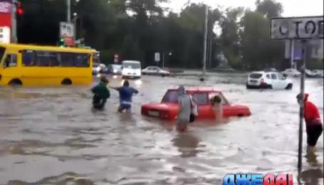 Ливень затопил улицы Симферополя