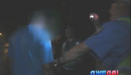 Львовский водитель устроил алкошоу на дороге