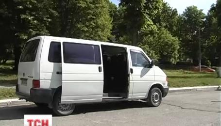 Студенты и преподаватели одного из вузов в Тернополе передали микроавтобус для АТО