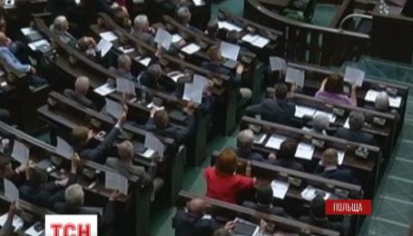 Троє міністрів і спікер польського Сейму подали у відставку