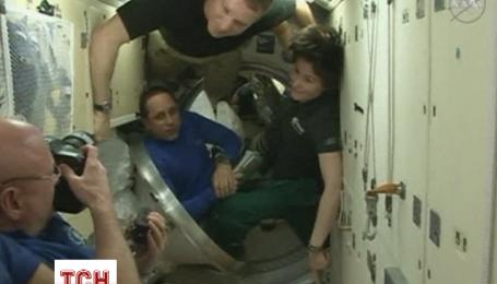Екіпаж з трьох осіб покинув Міжнародну космічну станцію після півроку в космосі