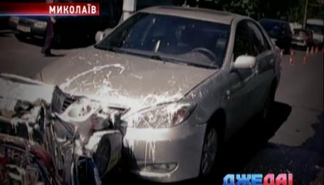 В Николаеве милиционер протаранил автомобиль дорожников