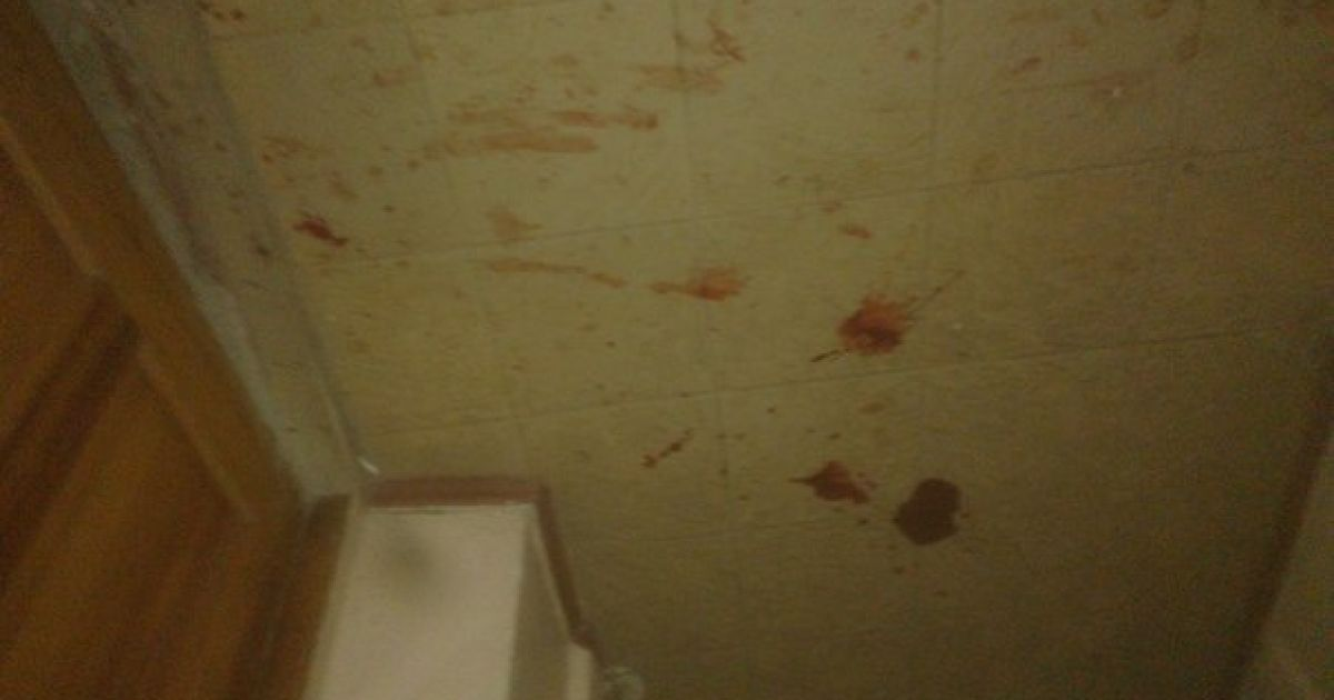 На месте нападения остались лужи крови. @ ТСН
