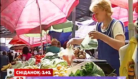 Две трети украинцев тратят большую часть зарплаты на еду