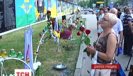 В Днепропетровске почтили память 49 украинских военных, погибших год назад в катастрофе ИЛ-76