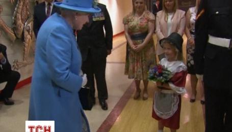 Солдат ударил девочку при короле Елизавете II