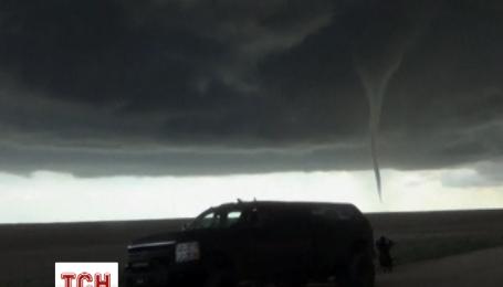 Очевидцы сняли на видео торнадо-близнецов