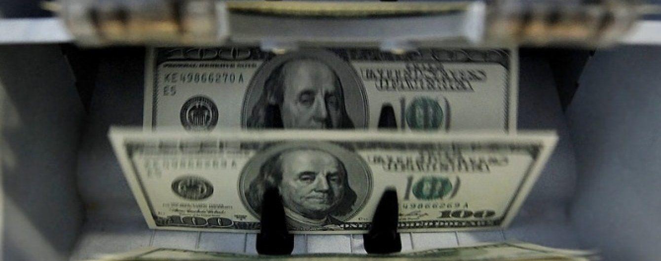 На українському міжбанку дуже стрімко здешевшали долар і євро