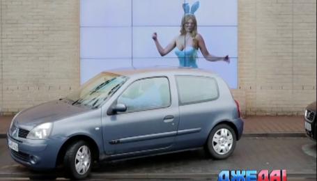 В Германии установили билборд, обучающий парковаться