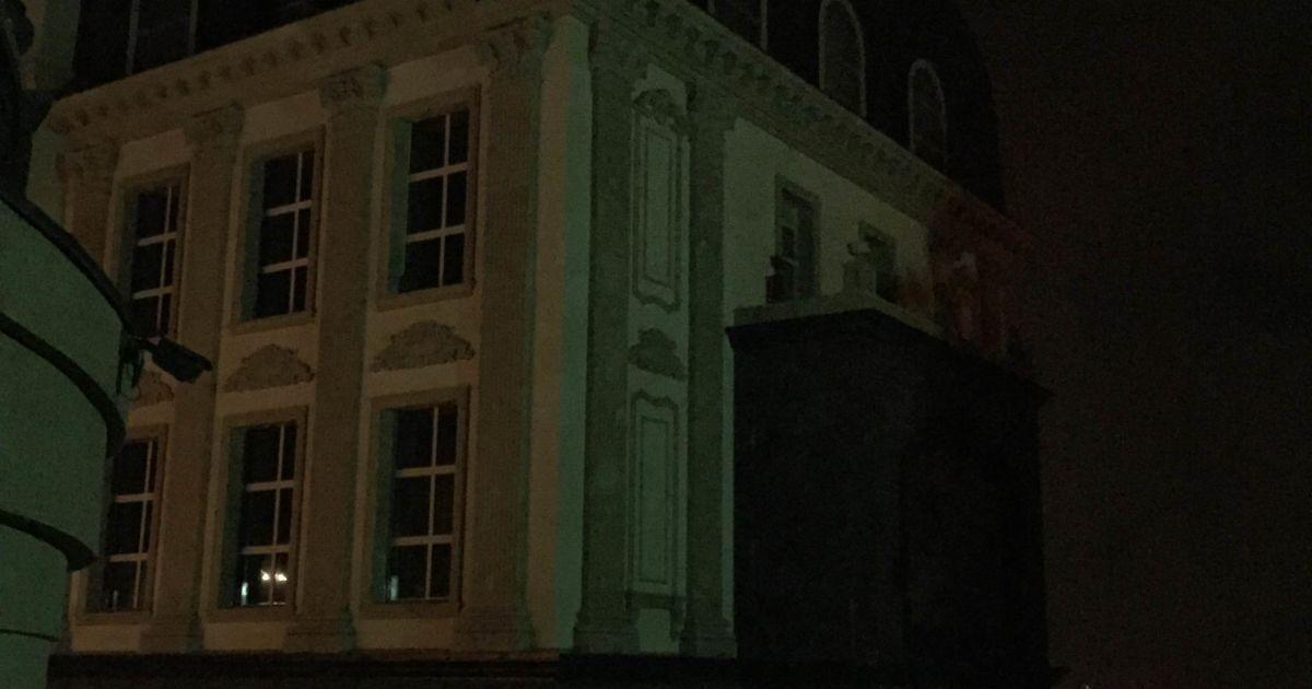 Особняк Renaissance Elite Apartmets рядом с горящим домом. @ ТСН.ua