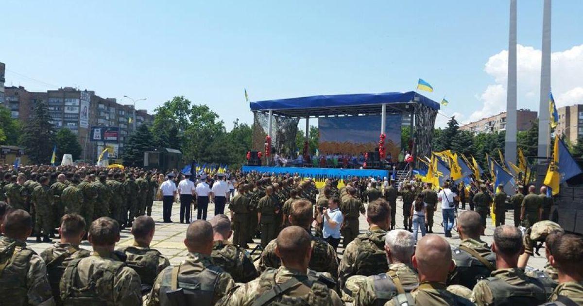 """У Маріуполі святкують річницю звільнення @ facebook.com/Батальйон спецпризначення """"Азов"""""""