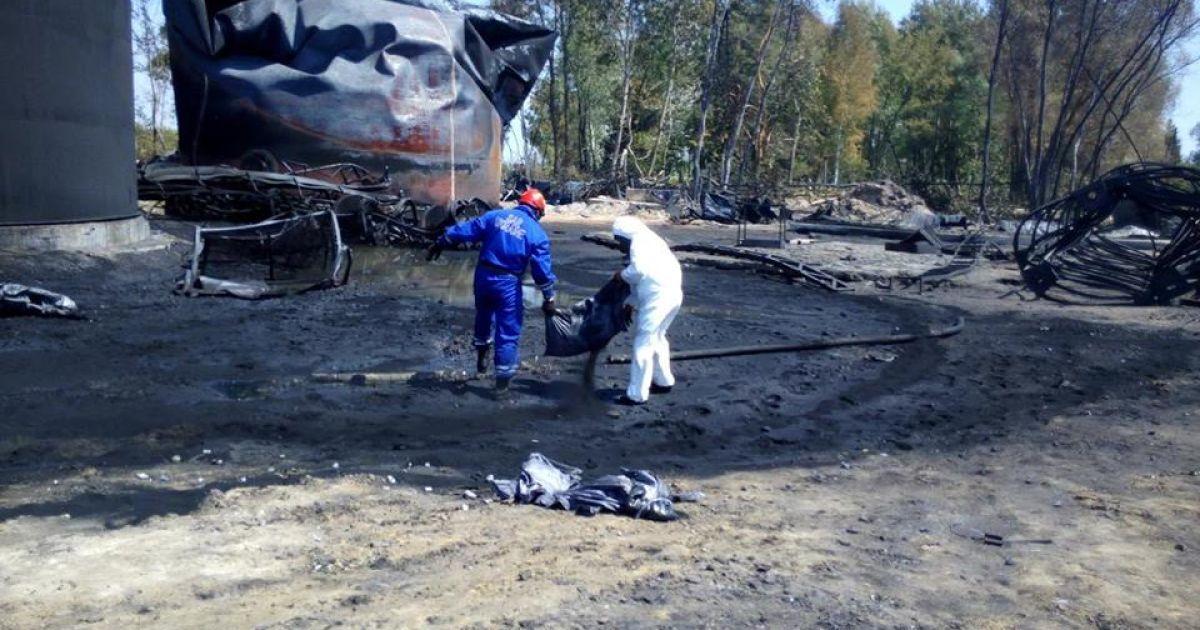 Нові фото з нафтобази під Васильковим.