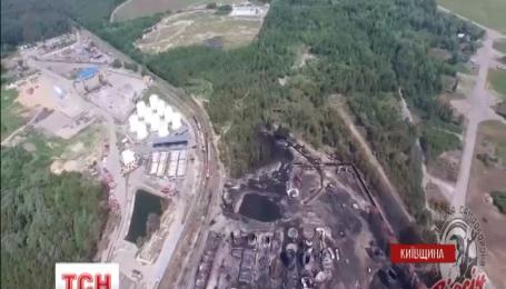 На нефтебазе из четырех уцелевших цистерн откачали уже половину имеющегося дизтоплива